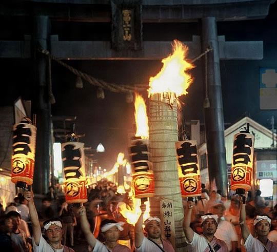 吉田の火祭り[百科マルチメディア]
